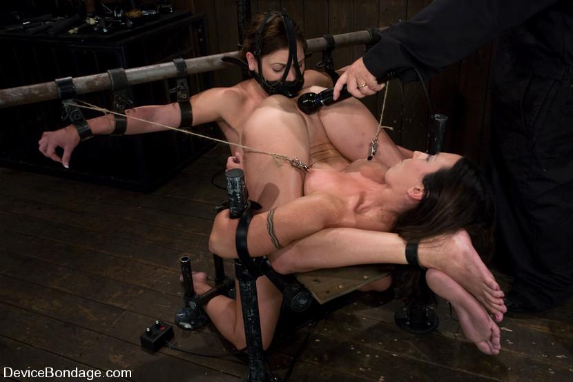 бдсм порно фото две связанный рабыни у бассейна его судам затаскаю